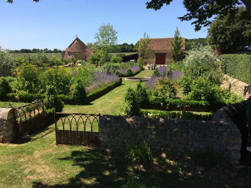 Les jardins du montperthuis chemilli en normandie cdt de - Le manuel des jardins agroecologiques ...